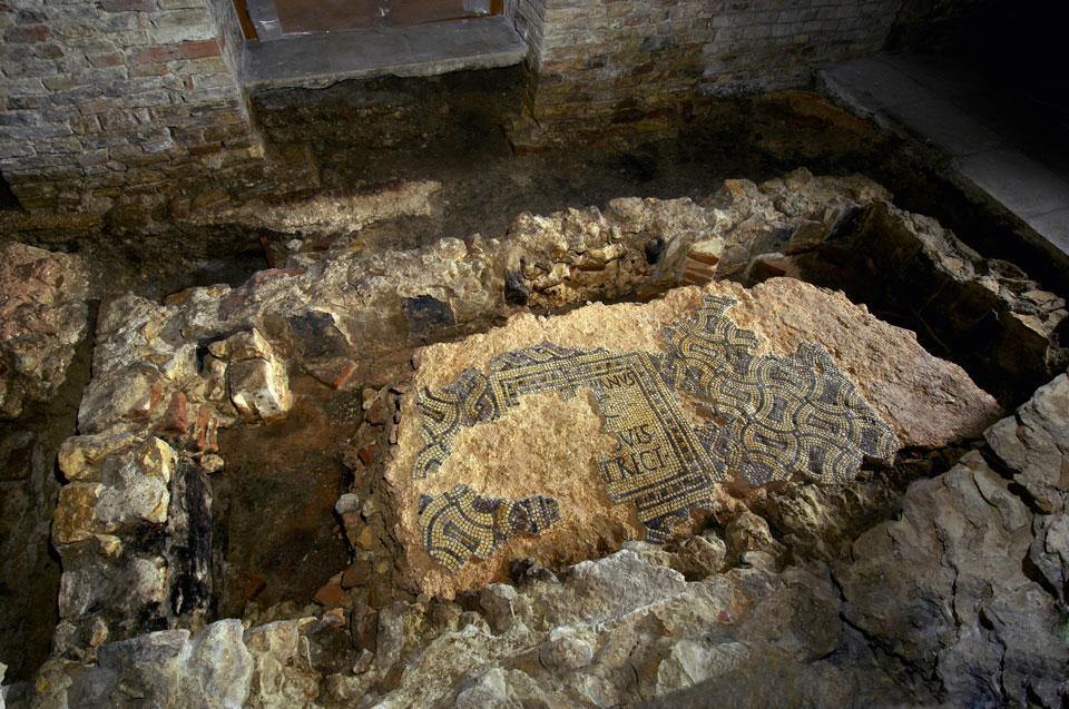 Mosaico policromo con dedica (Archivio Soprintendenza per i Beni Archeologici del Veneto)