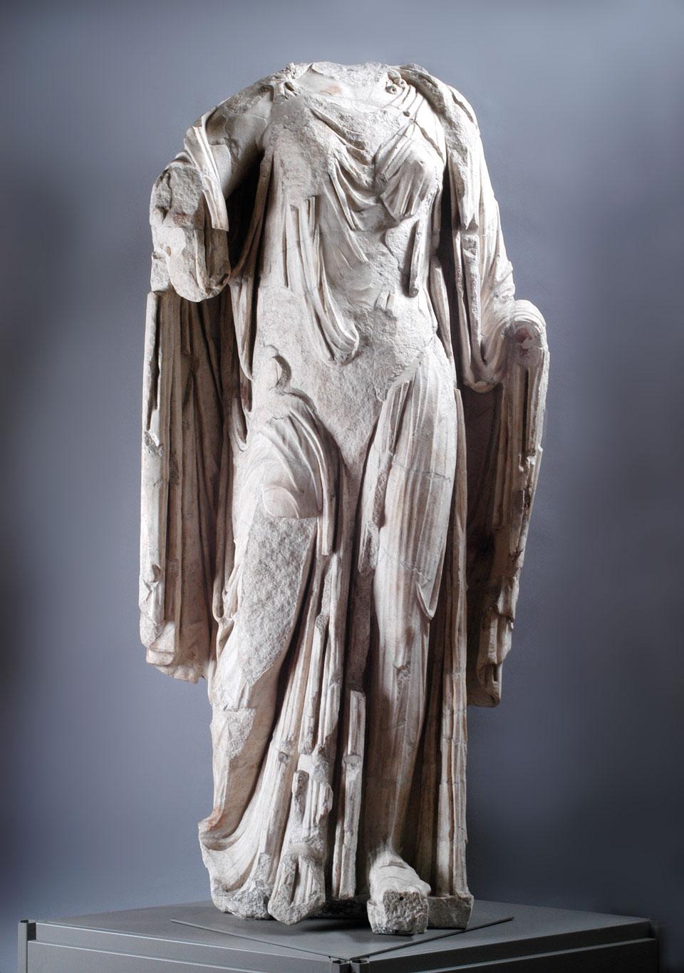 Teatro Berga, statua attribuibile ad Agrippina Minore, età claudia metà I secolo d.C. (Archivio Museo Naturalistico Archeologico di Vicenza)