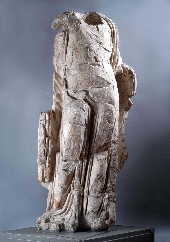 Teatro Berga, statua attribuibile ad Antonia Minore, età claudia metà I secolo d.C. (Archivio Museo Naturalistico Archeologico di Vicenza)