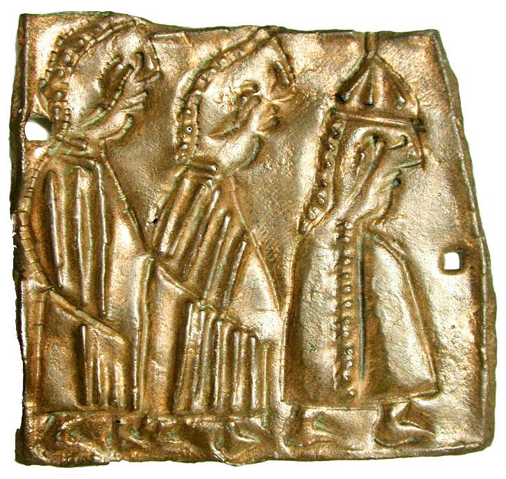 Laminetta votiva venetica dal santuario di Piazzetta San Giacomo con tre figure femminili in processione (Archivio Museo Naturalistico Archeologico di Vicenza)