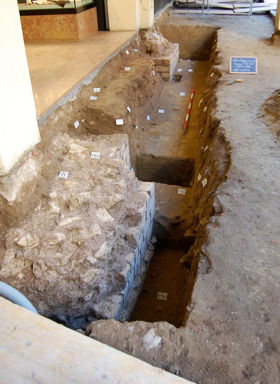 Veduta da nord di due piloni in corso di scavo (Archivio Soprintendenza per i Beni Archeologici del Veneto)